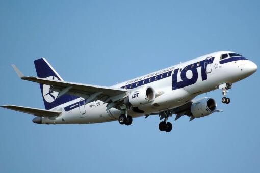 7506efd8c5934 LOT zainaugurował bezpośrednie rejsy z Warszawy do Stuttgartu. Będą  wykonywane przez cały tydzień samolotami typu Embraer. Stuttgart to piąte  miasto ...