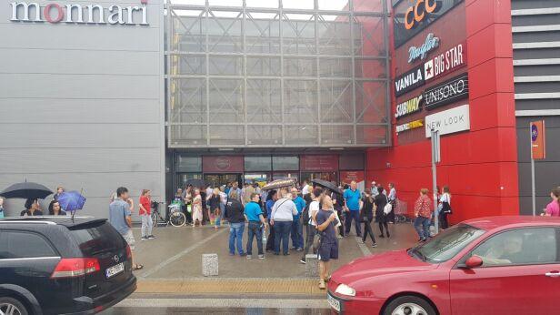 Ewakuacja centrum handlowego Lech Marcinczak, tvnwarszawa.pl