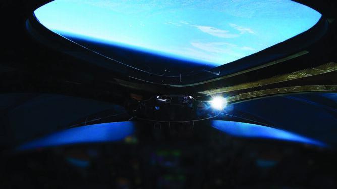 Udany lot suborbitalny Virgin Galactic. <br />Na pokładzie dwóch pilotów i manekin