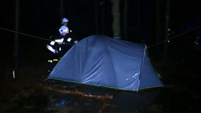 Ulewny deszcz i burze nad Wielkopolską. <br />Strażacy ewakuowali kolejny obóz harcerski